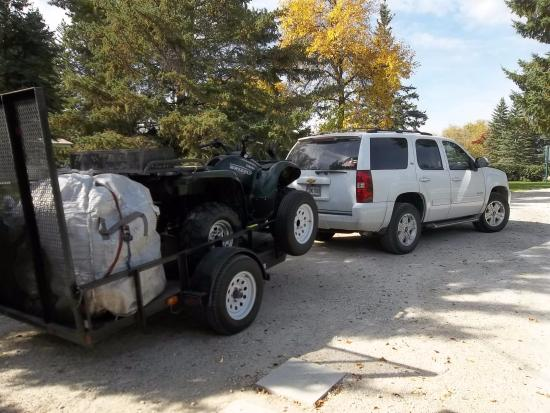 Selkirk, Canada: Truck and trailer parked at Bridgeview