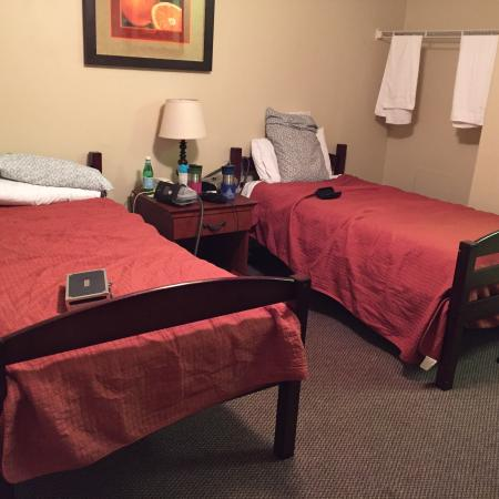 Tolleson, AZ: Double room with kids bunk beds taken apart is normal for this place. No other double rooms.