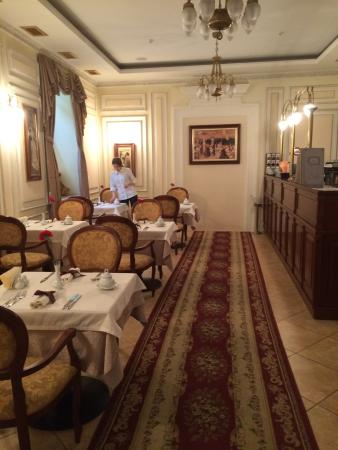 Petite salle manger picture of chopin hotel lviv - Petite salle a manger ...
