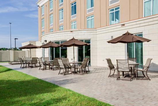 hotel exterior picture of holiday inn express and suites. Black Bedroom Furniture Sets. Home Design Ideas