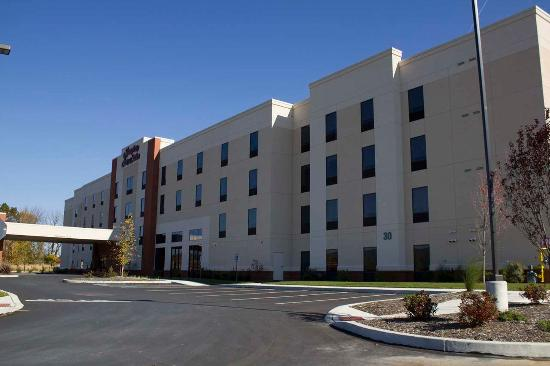 new hotel right off i 81 review of hampton inn suites. Black Bedroom Furniture Sets. Home Design Ideas