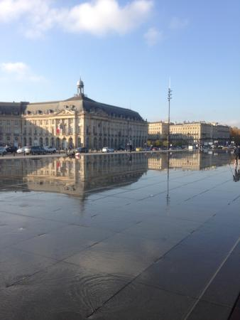 Picture of miroir d 39 eau de bordeaux for Miroir d eau