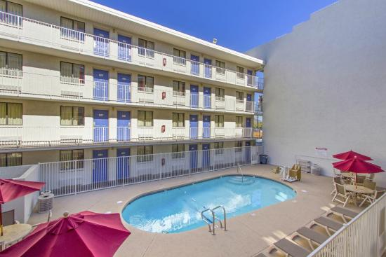Motel 6 Phoenix - Northern Avenue