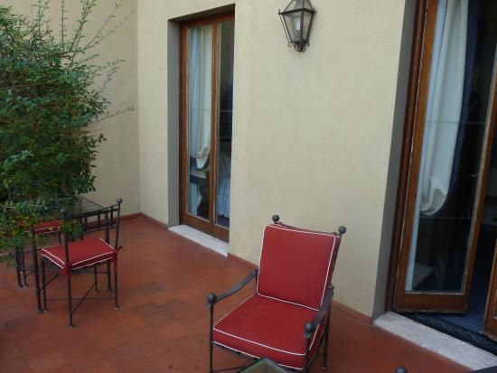 Large terrasse de la chambre picture of hotel lungarno for Chambre hotel florence