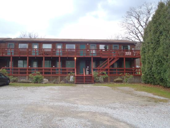 Ohiopyle, PA: front of motel - fairly small