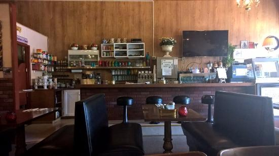 Burns, OR: View of counter space seating (and a booth)