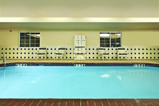 Swimming pool picture of candlewood suites rogers for Bentonville pool