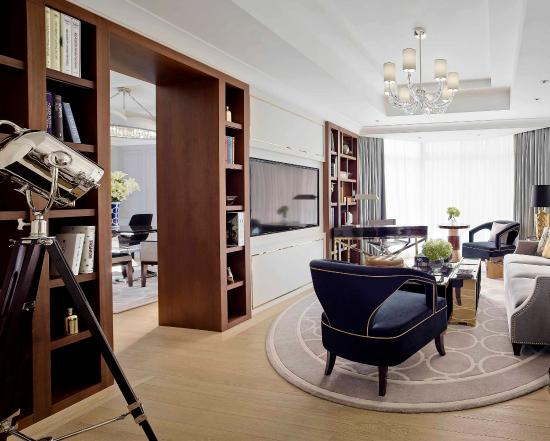 The Langham, Hong Kong: Director Suite - Living Room2