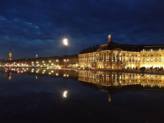 Picture of miroir d 39 eau de bordeaux bordeaux for Miroir d eau