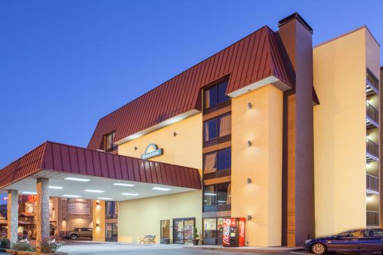 Days Inn & Suites Pigeon Forge
