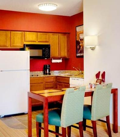 Suite Kitchen Picture Of Residence Inn Newark Elizabeth Liberty Internation