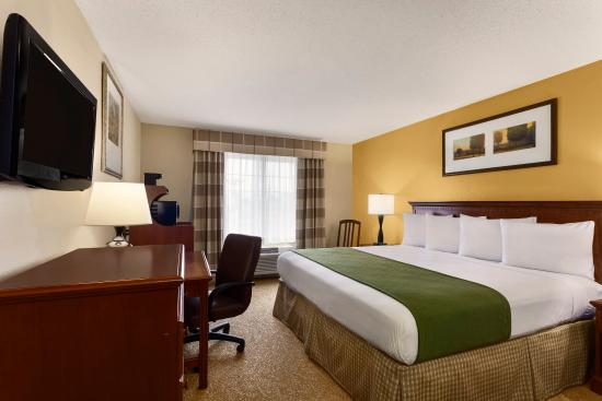 Marion, OH: King Accessible Guestroom