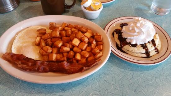 Tualatin, OR: eggs, country potatoes,chocolate chip pancakes, bacon breakfst