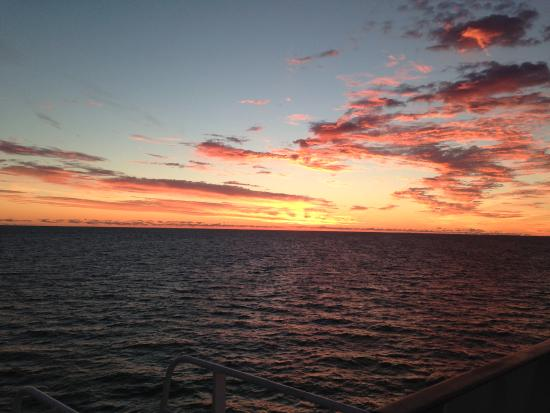 Ile du Cap aux Meules, Canada: Sunrise from the deck of the M V Madeleine arriving