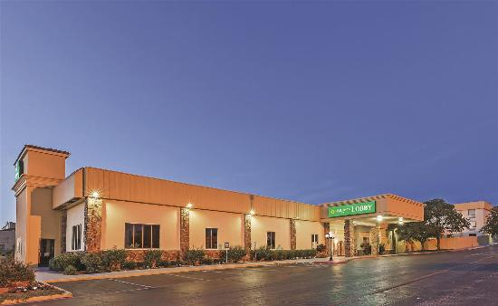 Days Inn & Suites Bartlesville