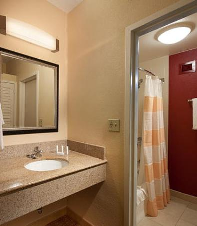 Guest bathroom vanity picture of courtyard by marriott st petersburg clearwater clearwater for Bathroom vanities clearwater fl