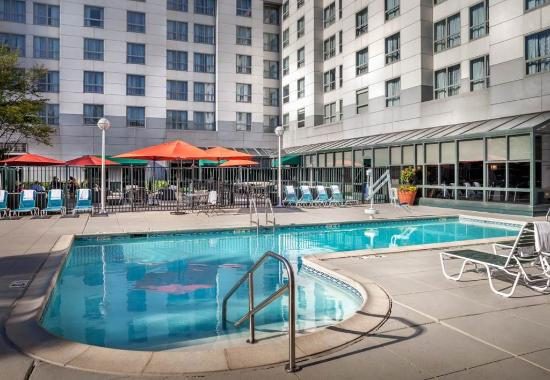 Outdoor Pool Picture Of Chicago Marriott Suites