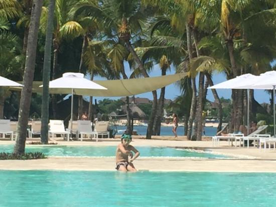 Swimming pools picture of the ravenala attitude for Swimming pool mauritius