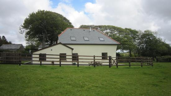 Bradworthy, UK: View of the cottage from the field