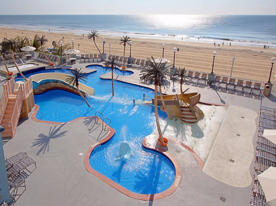 Holiday Inn Hotel & Suites Ocean City: outdoor pool during the summer