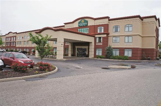 La Quinta Inn & Suites St. Louis Airport - Riverport Photo
