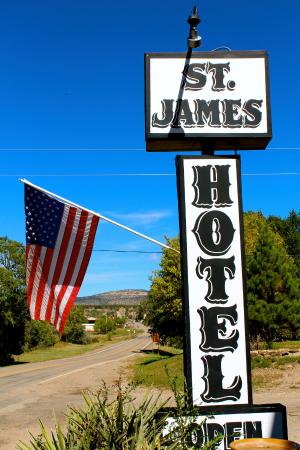 Cimarron, NM: Sign out front