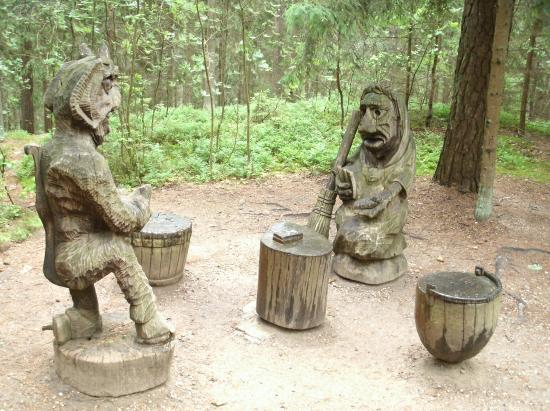 Juodkrante, Lithuania: the devil and a witch play cards
