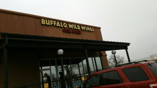 Buffalo Wild Wings offers wings, beer & sports with locations throughout the US. With 16 sauces, 30 beers on tap, and more flat screens than you can count, B 3/5(13).