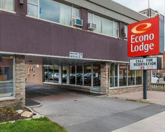 Econo lodge downtown ottawa canada motel reviews for Boutique hotel ottawa