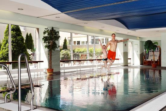 swimming pool picture of holiday inn dresden dresden tripadvisor. Black Bedroom Furniture Sets. Home Design Ideas