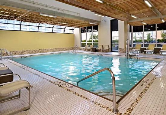 Indoor pool picture of residence inn by marriott vancouver downtown vancouver tripadvisor for Indoor swimming pools vancouver