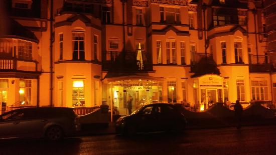 View to the east picture of the kingswood devoran Hotels in sidmouth with swimming pool