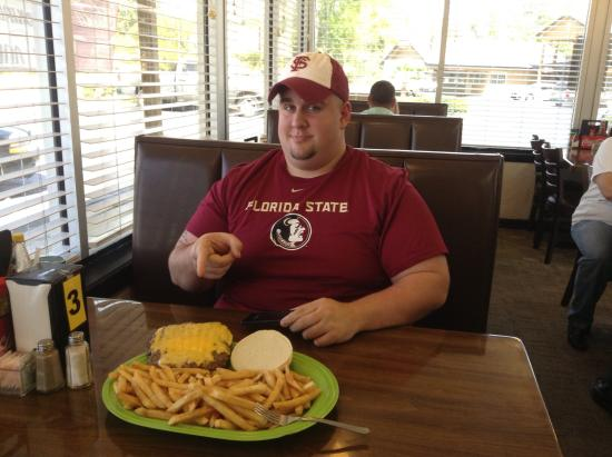 Chipley, FL: Taking the Challenge to Win a Free Meal