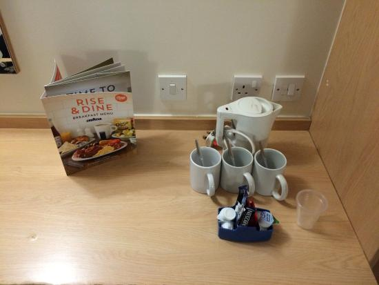 Travelodge Bournemouth Hotel: Drink making facilities