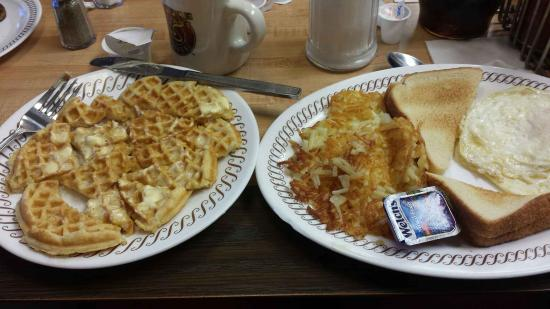 Warsaw, NC: Good old fashion breakfast with waffles!!!