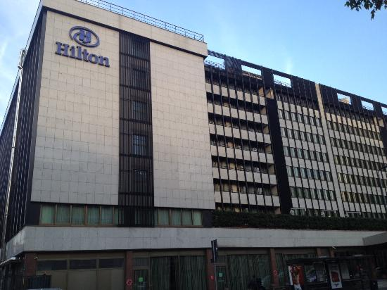 Across from hilton milan hotel picture of hilton milan for Hotel hilton milano