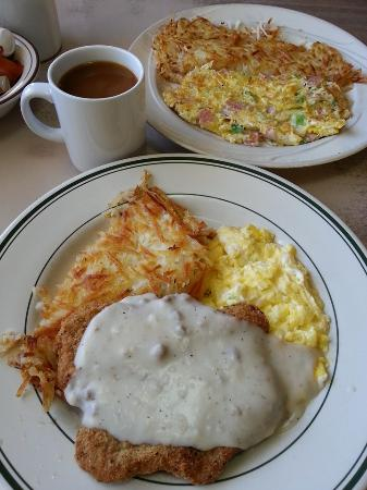 Castaic, CA: Chicken Fried Steak and Eggs and Denver Omelet