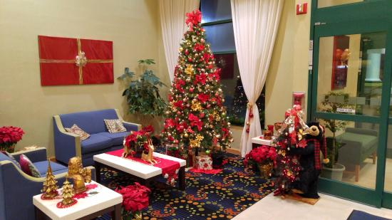 Christmas Decorations In Hotel Lobby : Hotel christmas decorations in lobby area picture of