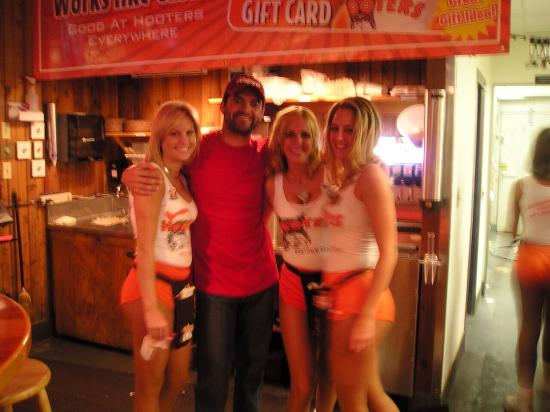 Hooters West Palm Beach Reviews