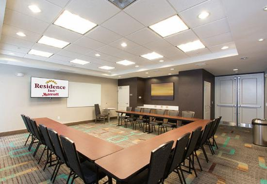columbus meeting rooms The columbus municipal airport offers two rooms available for rent the restaurant located in the airport, blackerby's hangar 5, can provide catering and refreshments.