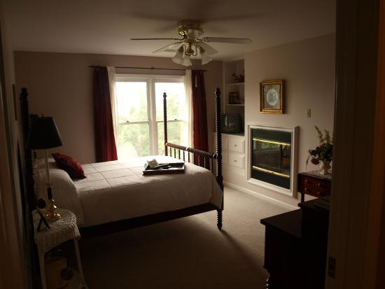 Monterey, TN: One of the rooms - cleaner than most chain hotels (c)haseAGB