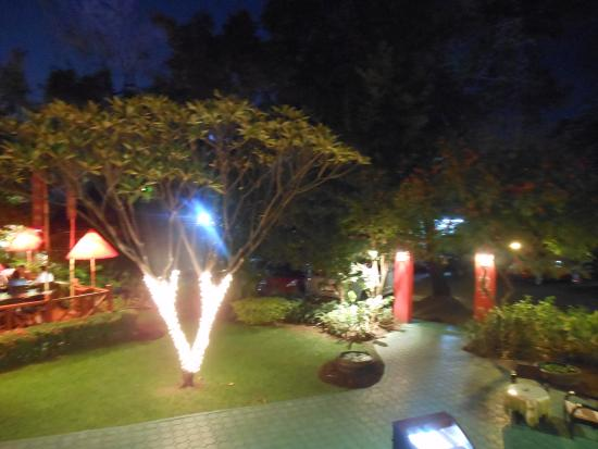 Jardin picture of whole earth restaurant chiang mai for Restaurant jardin thai
