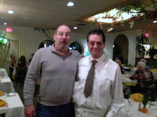 Port Washington, NY: Vittorio the owner welcomed Kathi & I... sat us down quickly... and treated us like we were fami