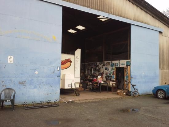 Great Torrington, UK: Actually it just a big old shed, but the owner and staff are just so friendly and welcoming.