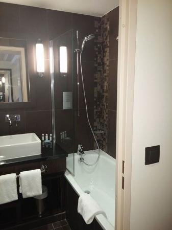 salle de bain petite picture of vichy spa hotel montpellier juvignac juvignac tripadvisor. Black Bedroom Furniture Sets. Home Design Ideas