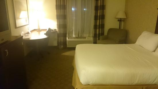 Sparta, IL: Bed and Room