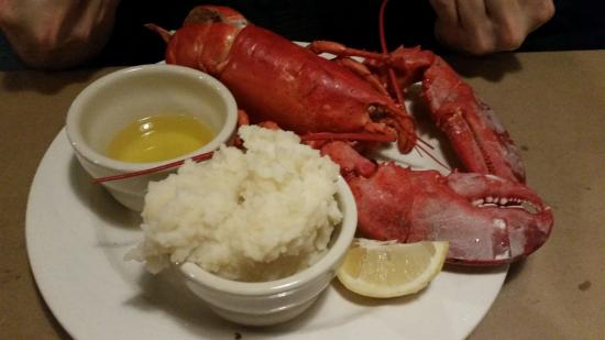 Steamed lobster 1 5 lb with mashed potatoes and veg for Saybrook fish house