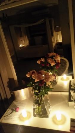 Sunset Beach, South Africa: Happiness is....flowers...candles...that special someone