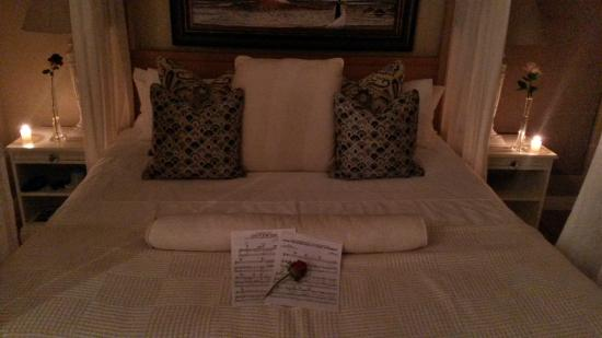 Sunset Beach, South Africa: Bedroom....Champagne around the corner