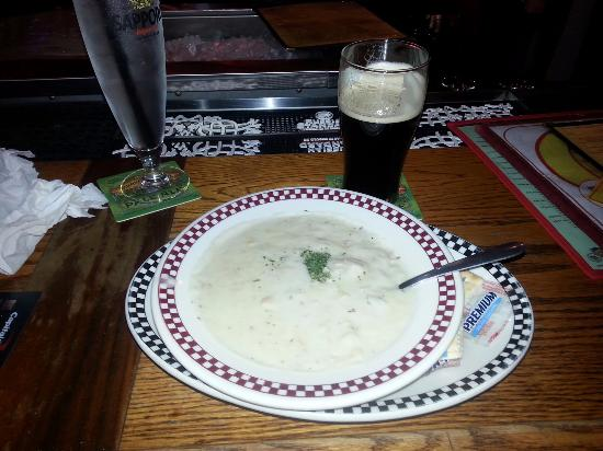 Poor Phil's: clam chowder and Boulder Shake Nitro Stout